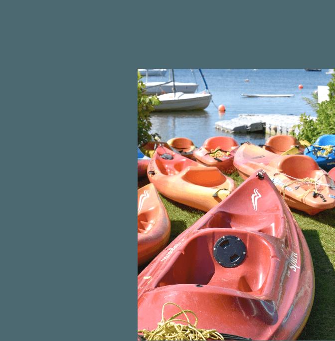 plusieurs kayaks simple et double
